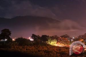 Siang tadi Gunung Marapi keluarkan lagi letusan