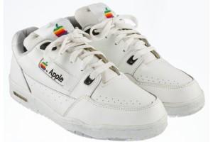 Sepatu Apple ini dilelang mulai Rp195 juta