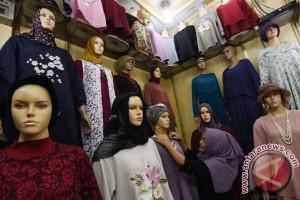Sejumlah toko di pusat perbelanjaan Jakarta tutup