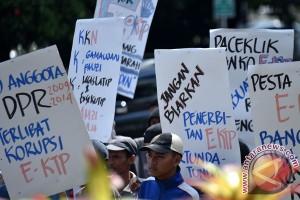 KPK akan periksa empat saksi untuk Novanto