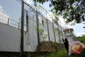 Tahanan Rutan Pekanbaru melawan saat dipindahkan