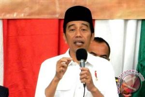 Presiden Jokowi berbuka dan bagi-bagi sepeda dengan wartawan