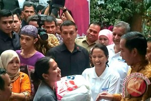 Disaksikan Presiden Jokowi, BUMN bagikan 200.000 bingkisan Ramadhan