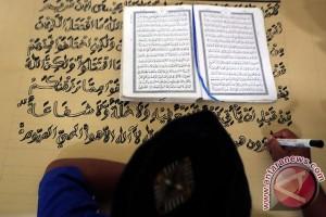 Warga Binaan Membuat AlQuran Raksasa