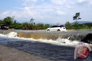 Bogor diimbau cek lereng sungai