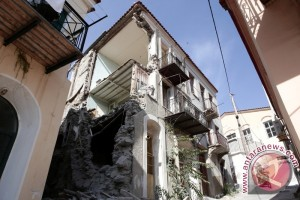 Dua orang tewas, puluhan cedera akibat gempa di Yunani