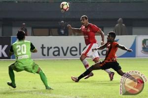 Suporter Persija terlibat bentrok dengan polisi Bekasi