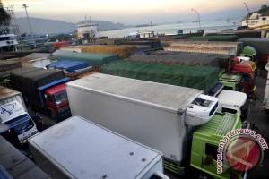 Pelabuhan Merak Padat