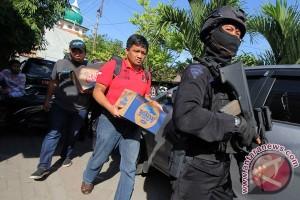 Penggeledahan Rumah Terduga Teroris Surabaya