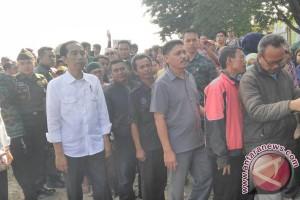 Presiden saksikan pembagian bahan pokok di Ciawi