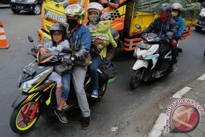Jalur Pantura Jawa Tengah macet di Pekalongan