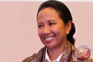 Menteri BUMN awali kunjungannya di Haltim naik bentor