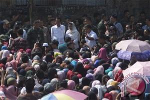 Presiden Bagi Sembako Di Bogor