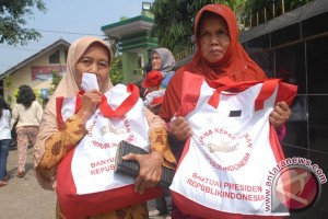 Presiden Bagi Sembako Di Sukabumi