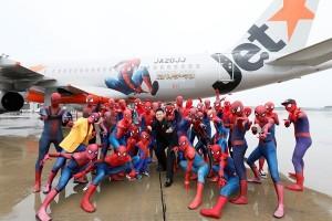 Maskapai ini hadirkan 40 Spider Man di dalam pesawat