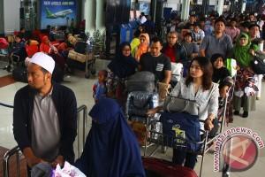 Thousands of passengers arrive in Soekarno-Hatta airport