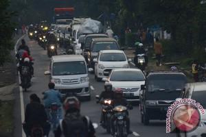 Kendaraan tujuan Tasikmalaya, dialihkan ke Garut kota