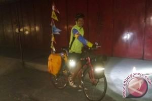 """Mudik naik sepeda, pria ini """"gowes"""" dari Bandung ke Solo"""