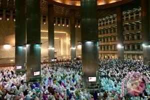 Suasana Masjid Istiqlal jelang Salat Idul Fitri (Video)