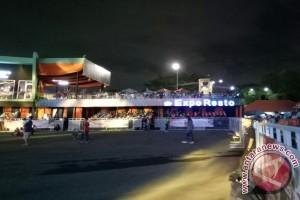 Menikmati konser dari Expo Resto Jakarta Fair