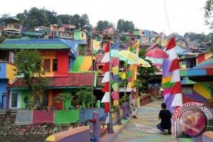Wisata swafoto di Kampung Pelangi Semarang