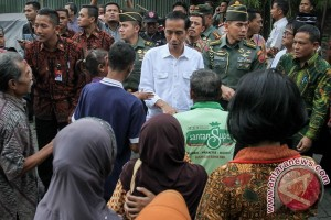 President Jokowi distributes food packages in Solo