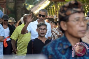 Obama and family leave bali for Yogyakarta