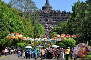 Wisatawan Padati Candi Borobudur