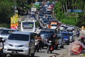 Jalan Solo-Semarang Padat