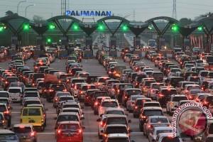 Arus balik jalan tol Jakarta-Cikampek mulai padat