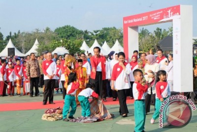 "Presiden Jokowi ingatkan main ""facebook"" setelah usia 13 tahun"