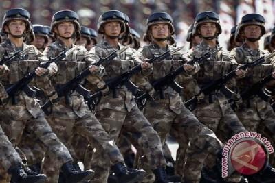 Tentara China menuju Laos memakai kereta api