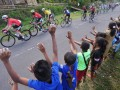 Sejumlah anak menyaksikan para pebalap melintasi Desa Wolowea pada Etape 4 Balap Sepeda Tour de Flores (TDF) 2017 di Borong, NTT, Senin (17/7/2017). Etape 4 balap sepeda TDF 2017 yang berjarak tempuh 170,9 Km rute Mbay-Borong dimenangkan oleh pebalap asal Spanyol Edgar Nohales Nieto dengan catatan waktu 04:47:29. (ANTARA/Nyoman Budhiana)
