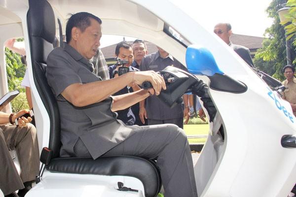 Gubernur Bali jajal ZBee, mobil listrik produksi Banyuwangi