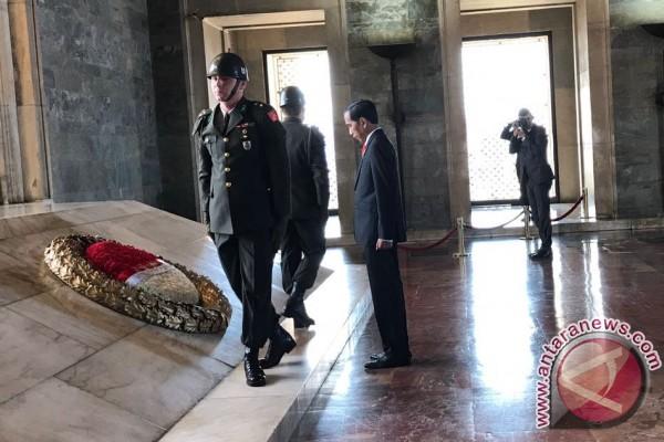Pesan terakhir Mustafa di dinding Mausoleum Ataturk
