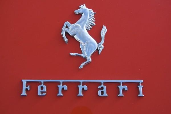 Komunitas Ferrari menjajal lintasan