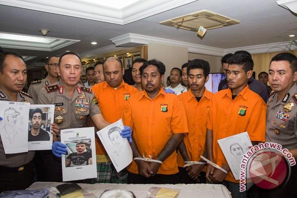 Kemarin, tidak ada reshuffle kabinet pekan ini dan penganiaya Hermansyah masuk DPO