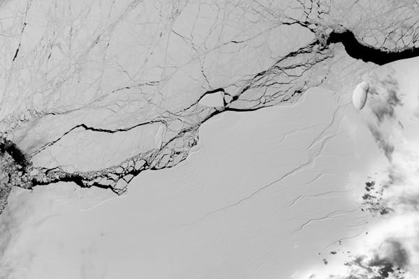 Gunung es raksasa lepas dari Antartika
