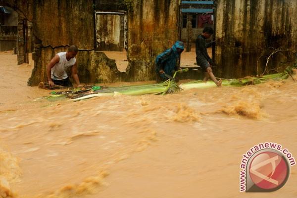 Banjir dan longsor landa Pesisir Selatan