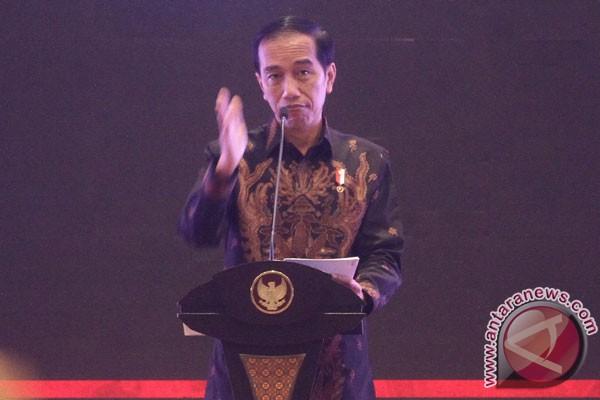 Jokowi Kirim Batik Untuk Patung Madame Tussauds