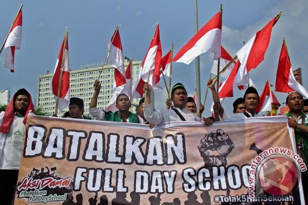 Jika Full Day School Ngotot Diterapkan, Warga NU tak akan Lagi Percaya Jokowi