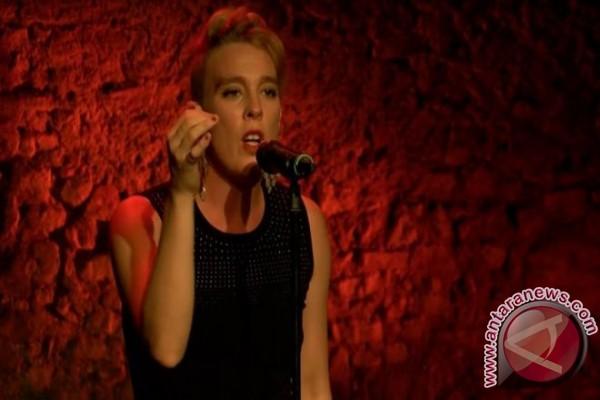 Penyanyi Prancis Meninggal Saat Tampil, Diduga Tersengat Listrik