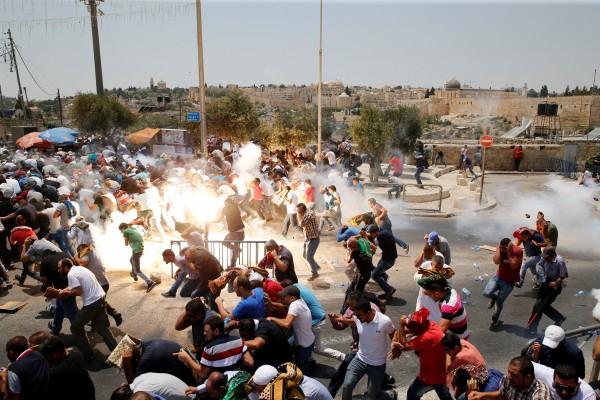 Bentrok kembali terjadi di luar kompleks Aqsa