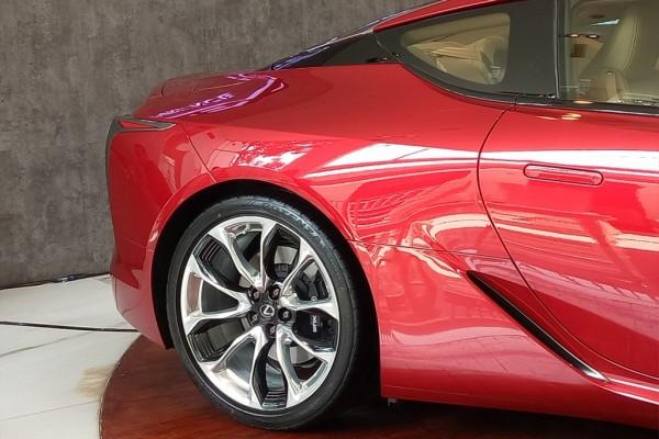 Lexus Coupe 500, Roda Belakangnya Bisa Berbelok