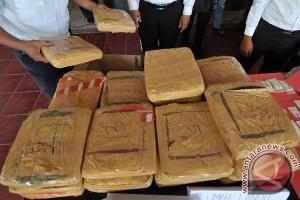 Polisi Langkat ringkus pembawa 18 kilogram ganja