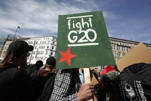 Pemrotes G20 Hamburg bentrok dengan polisi