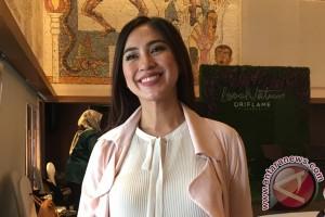 Tyna Mirdad akur soal make up dengan para ipar