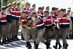 Turki pecat 7.000 lebih polisi, tentara dan pejabat kementerian