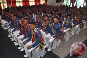 Dua anak petani menjadi lulusan terbaik Akademi Militer