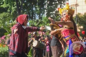 Risma ajak Megawati jalan-jalan di Taman Bibit